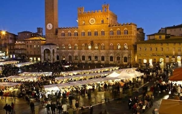 The 2019 edition of the Market in the central square of Siena for the Immaculate Conception